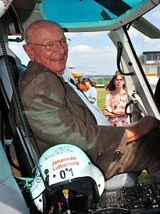 Ehrung von Hans-Werner Feder zur 50. Jahren Luftrettung in Deutschland